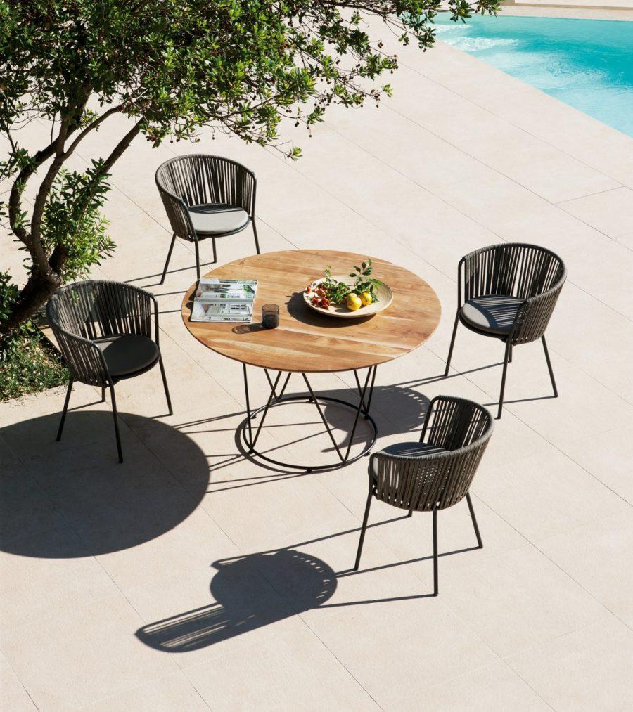 Set pranzo Désirée Rope con sedia in metallo e corda e tavolo con piano in legno di acacia