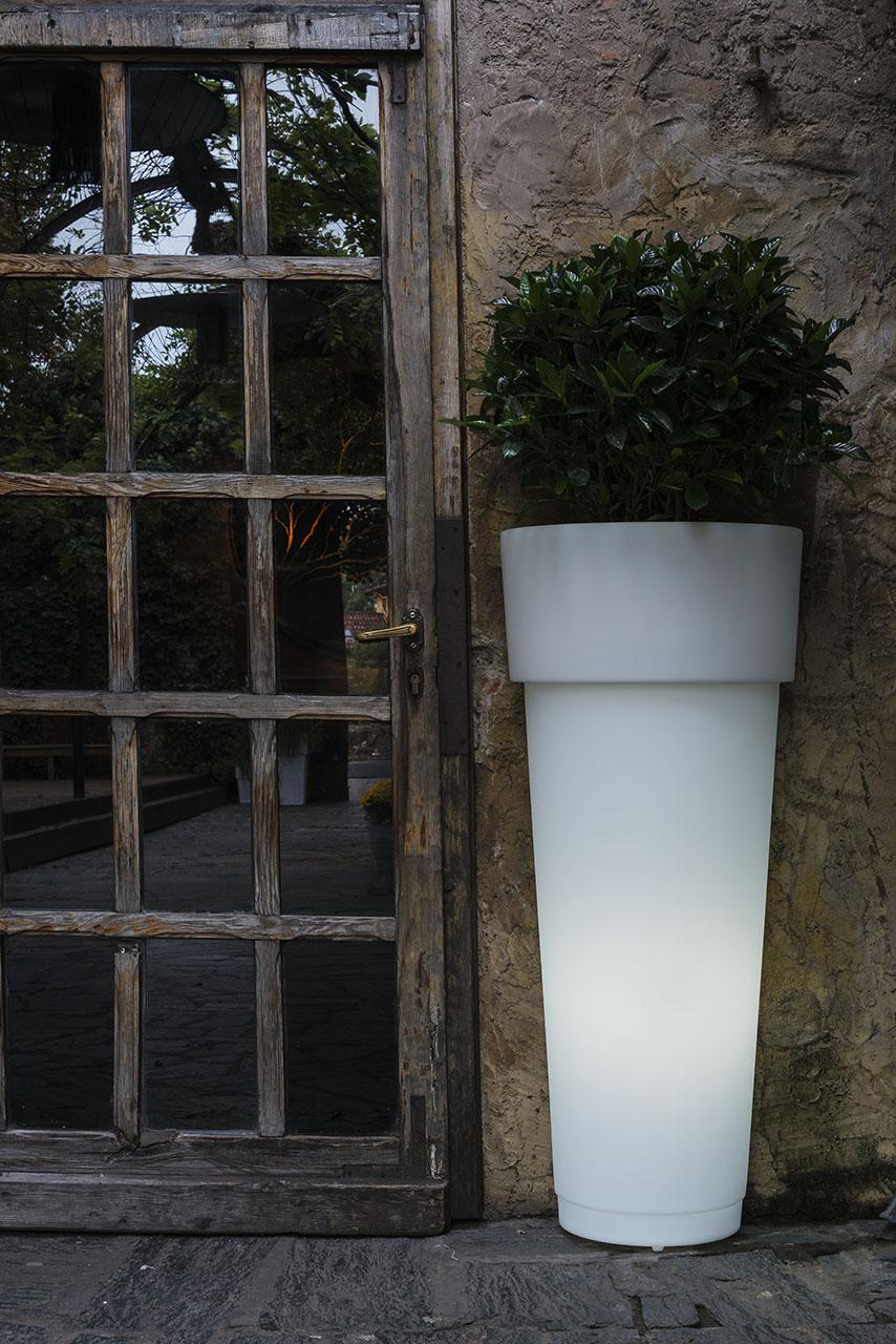Vaso Marcantonio Au Mur con luce di Serralunga